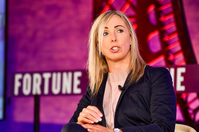 İrlanda Veri Koruma Yetkilisi Helen Dixon, Fortune Paris Küresel Forumunda konuşurken, 19 Kasım 2019, STUART ISETT—FORTUNE